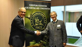 "Mit Torbjörn Larsson (links) steht nun ein Schwede an der Spitze der ""European Federation for hunting and conservation""."